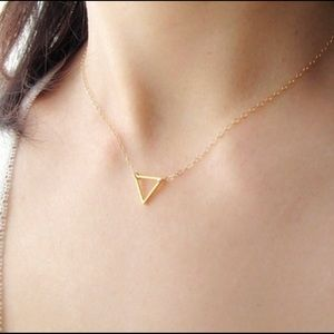 Jewelry - Dainty triangle necklace